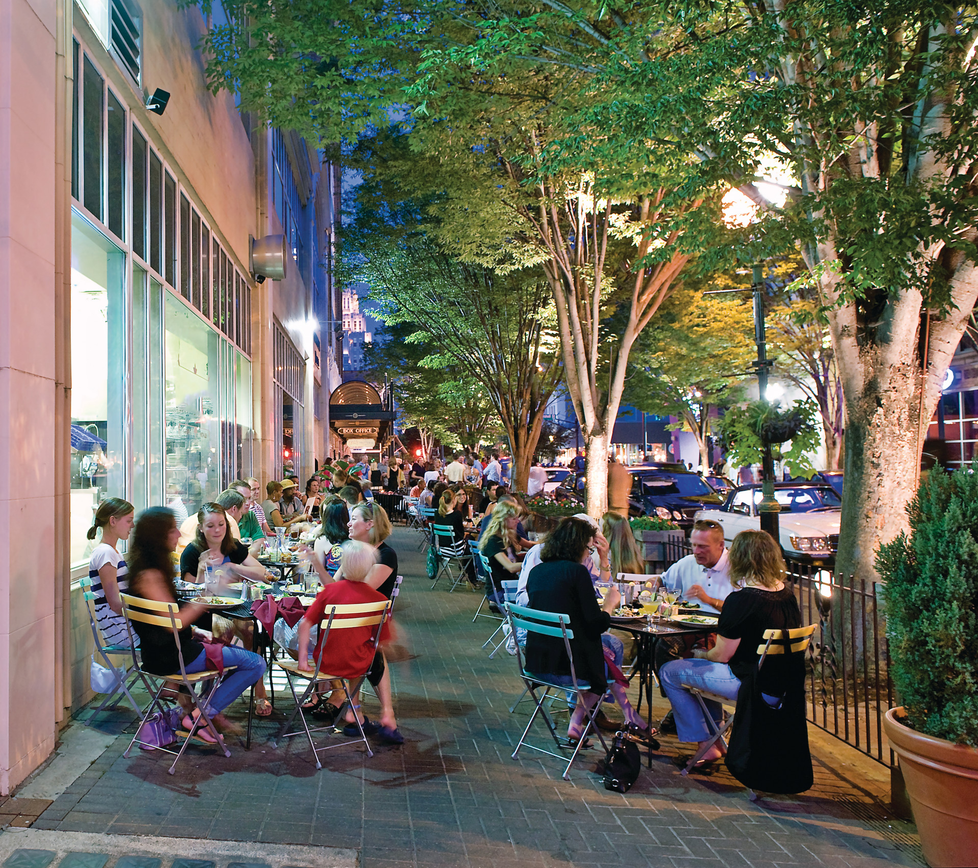 Sidewalk dining in downtown Winston-Salem. (J. Sinclair Photography for Visit Winston-Salem)